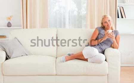 Mujer toma tratamiento salón mano cara Foto stock © wavebreak_media