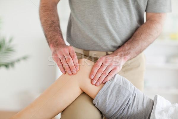 Mężczyzna kręgarz kolano pokój Zdjęcia stock © wavebreak_media