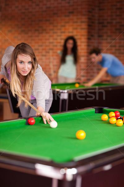 портрет студент женщину играет снукер домой Сток-фото © wavebreak_media