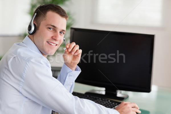 笑みを浮かべて コールセンター エージェント 作業 技術 電話 ストックフォト © wavebreak_media