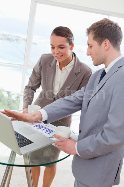 Markt analist praten klant onderzoek resultaten Stockfoto © wavebreak_media