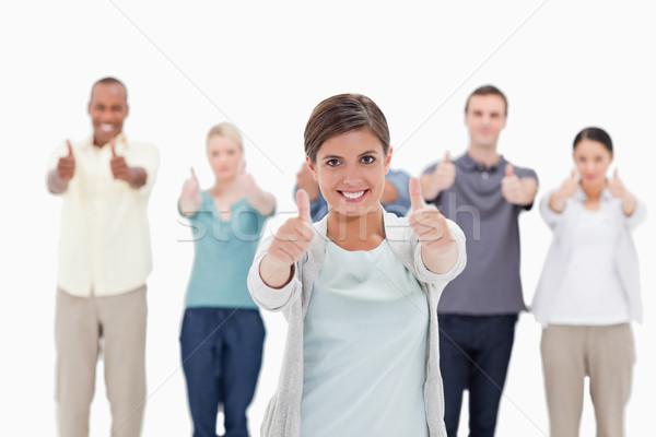 Primer plano mujer sonriente personas detrás blanco mano Foto stock © wavebreak_media