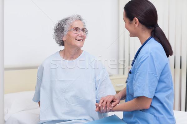 Enfermeira reconfortante paciente hospital saúde quarto Foto stock © wavebreak_media