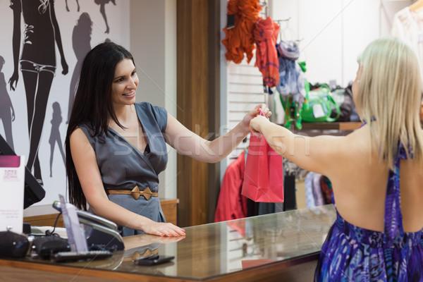 Nő készít vétel ruházat bolt pénz Stock fotó © wavebreak_media