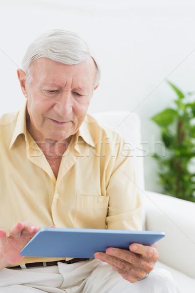 Ancianos centrado hombre digital tableta sofá Foto stock © wavebreak_media