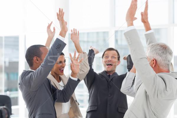 Csoport mosolyog üzletemberek kezek munkahely boldog Stock fotó © wavebreak_media