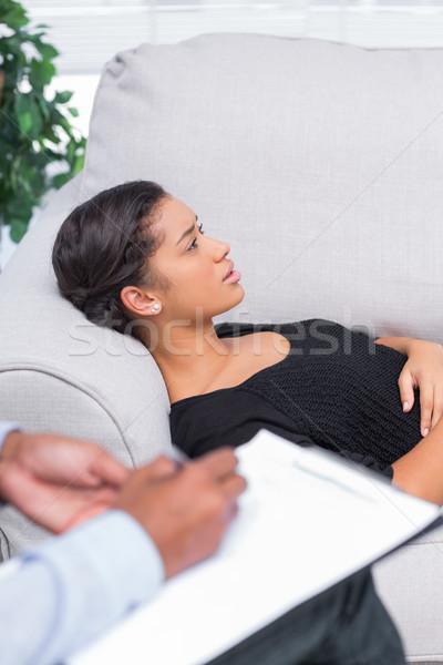 Mujer sofá psicoterapia terapeuta Foto stock © wavebreak_media