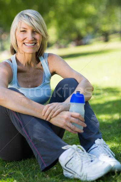 Vrouw veldfles park portret gezonde Stockfoto © wavebreak_media