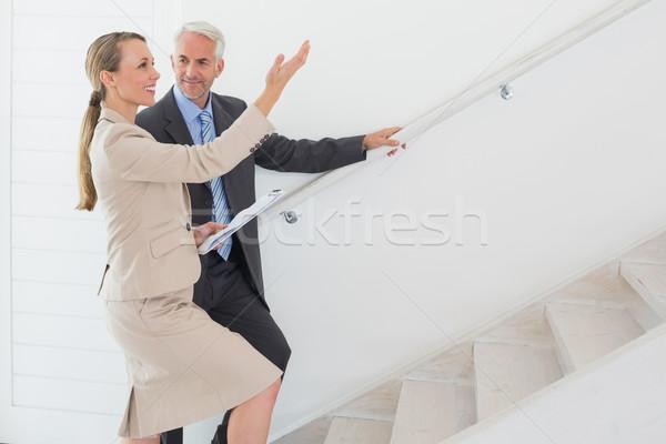 Mosolyog ingatlanügynök mutat lépcsősor potenciál vevő Stock fotó © wavebreak_media