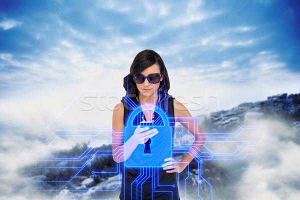 Czarujący brunetka smartphone blokady graficzne digital composite Zdjęcia stock © wavebreak_media