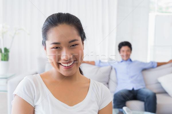 счастливым женщина улыбается камеры дружок назад домой Сток-фото © wavebreak_media