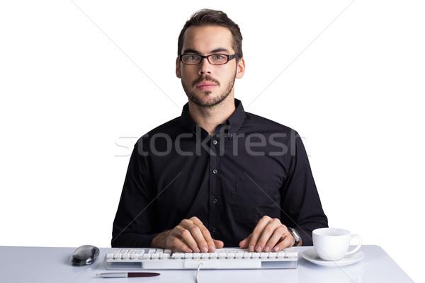Fókuszált üzletember gépel billentyűzet fehér toll Stock fotó © wavebreak_media