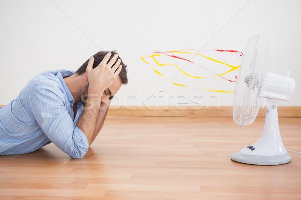 Casual hombre ventilador casa salón masculina Foto stock © wavebreak_media