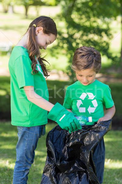 Boldog testvérek gyűjt hulladék napos idő természet Stock fotó © wavebreak_media