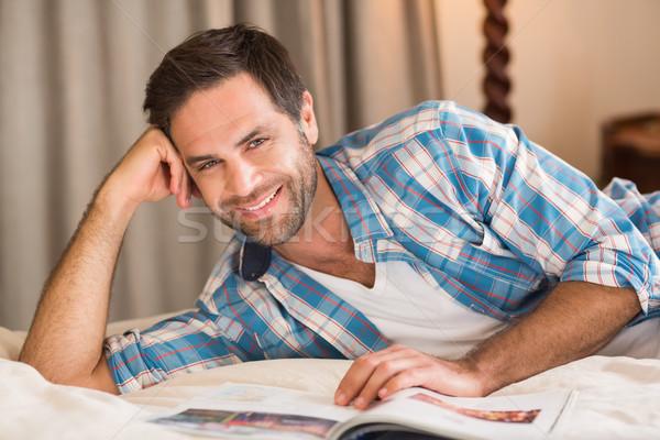 красивый мужчина расслабляющая кровать чтение журнала домой Сток-фото © wavebreak_media