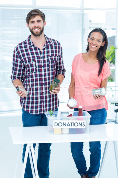 Mosolyog fiatal barátok önkéntesek élelmiszerek portré Stock fotó © wavebreak_media