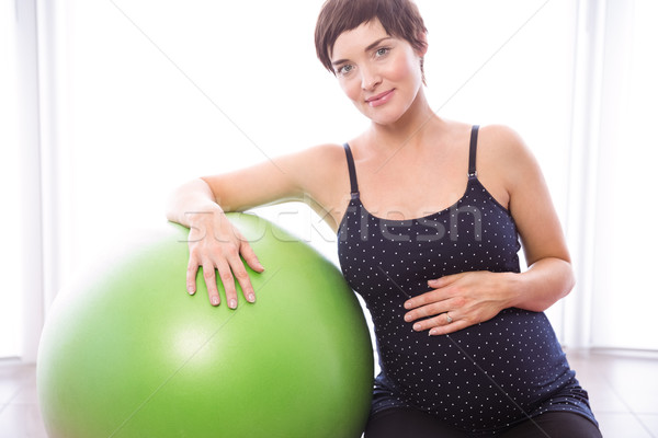 Femme enceinte forme maison maison heureux fitness Photo stock © wavebreak_media