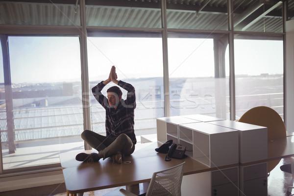 年輕 商人 沉思 辦公桌 辦公室 玻璃 商業照片 © wavebreak_media