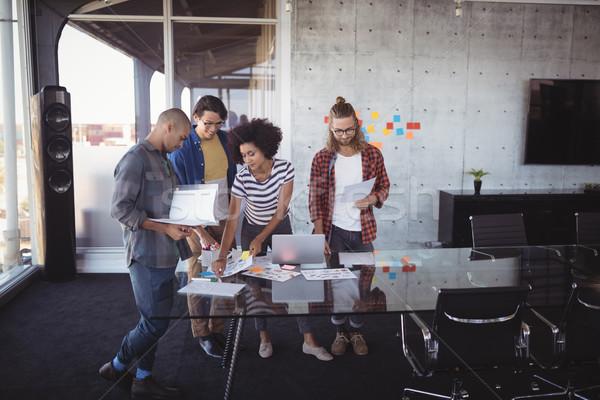 Colegas ideas creativa oficina pie Foto stock © wavebreak_media