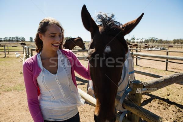 улыбающаяся женщина лошади ранчо счастливым Сток-фото © wavebreak_media