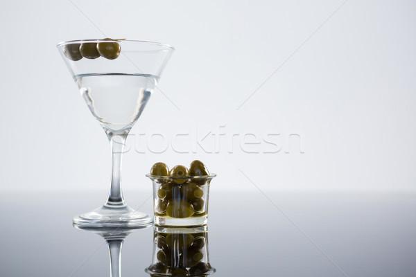 Kokteyl Martini zeytin tablo beyaz Stok fotoğraf © wavebreak_media