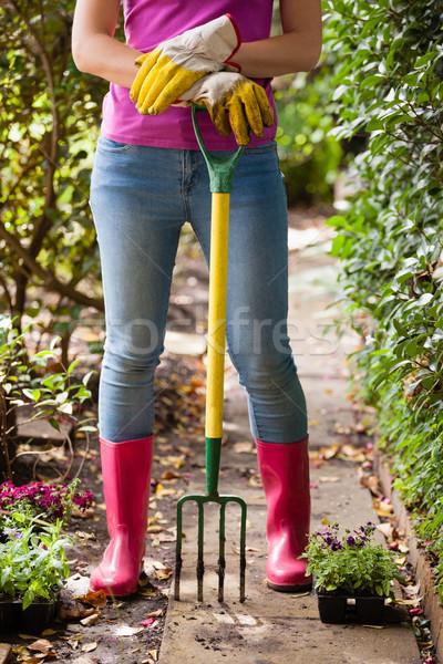 Laag vrouw permanente tuinieren vork Stockfoto © wavebreak_media