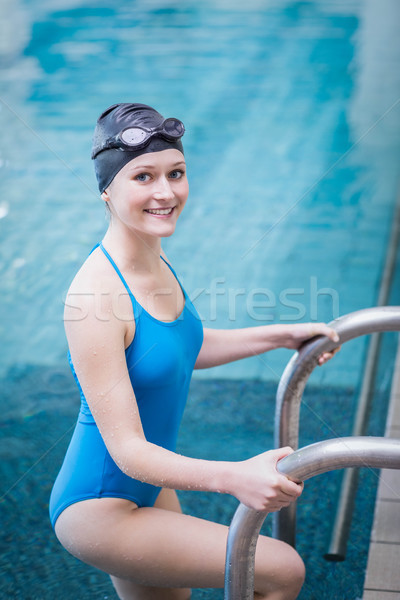 S'adapter femme sur eau piscine heureux Photo stock © wavebreak_media