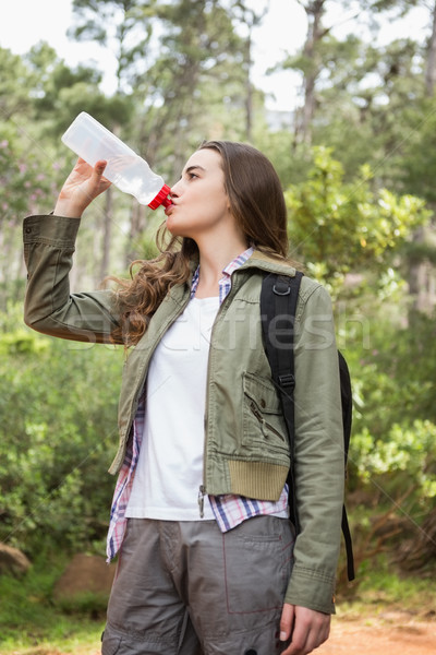 Mulher água potável mochila água grama Foto stock © wavebreak_media