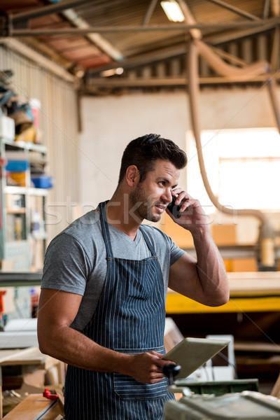 Marangoz telefon tozlu atölye adam işçi Stok fotoğraf © wavebreak_media