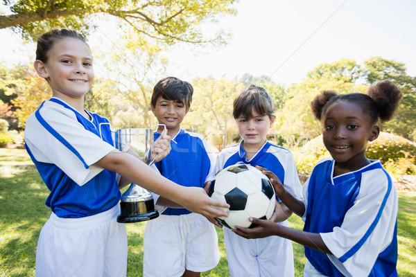 Zwycięzca dzieci stwarzające wraz kamery Zdjęcia stock © wavebreak_media