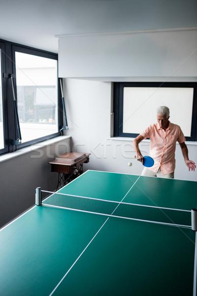 Senior spelen ping pong pensioen huis man Stockfoto © wavebreak_media