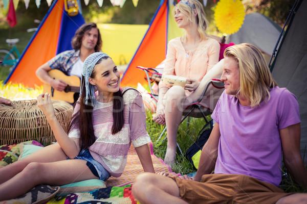 Barátok szórakozás együtt táborhely napos idő utazás Stock fotó © wavebreak_media