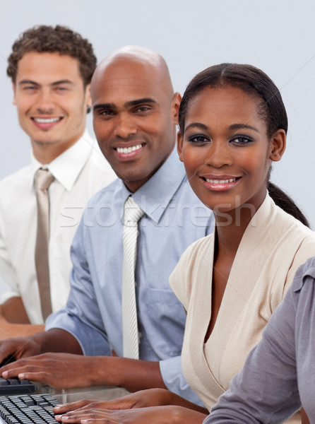 商業照片: 業務團隊 · 坐在 · 微笑 · 相機