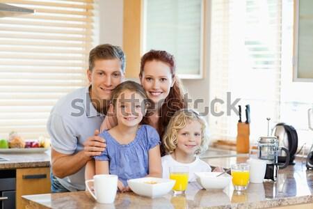 Boldog család eszik kekszek iszik tej konyha Stock fotó © wavebreak_media