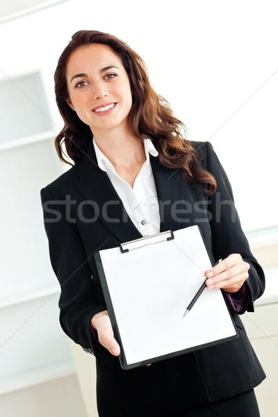 Portré karizmatikus spanyol üzletasszony tart vágólap Stock fotó © wavebreak_media