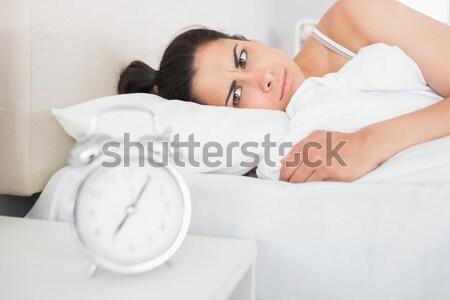 Vonzó nő felfelé köszönet ébresztőóra hálószoba Stock fotó © wavebreak_media