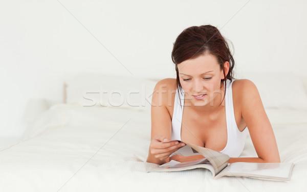 かわいい 女性 読む 雑誌 ベッド 幸せ ストックフォト © wavebreak_media