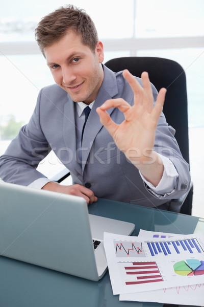 Zakenman vergadering bureau goedkeuring business papier Stockfoto © wavebreak_media