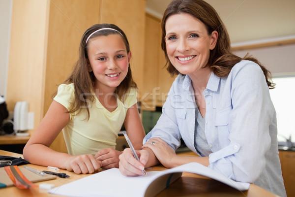 Anya lánygyermek házi feladat együtt lány könyv Stock fotó © wavebreak_media