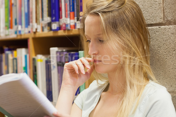 Kadın duvar düşünme kütüphane kitaplar Stok fotoğraf © wavebreak_media