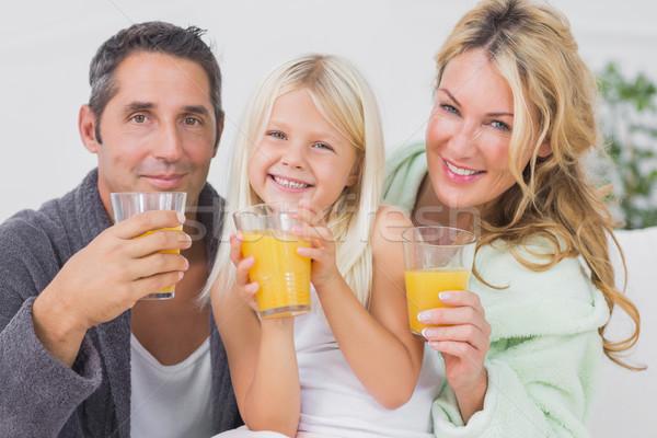 Család iszik szemüveg narancslé nappali férfi Stock fotó © wavebreak_media
