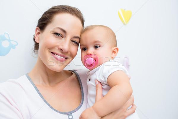 Matka baby pacyfikator domu kobieta Zdjęcia stock © wavebreak_media