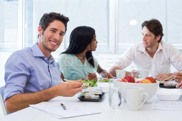 Trabajadores chat sonrisa almuerzo Foto stock © wavebreak_media