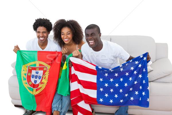 Juichen voetbal fans vlaggen sofa Stockfoto © wavebreak_media