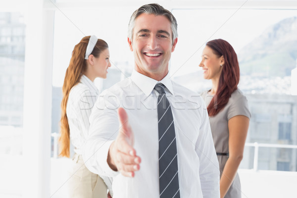 Uśmiechnięty biznesmen oferowanie handshake pracy strony Zdjęcia stock © wavebreak_media