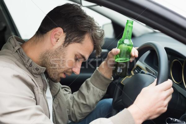 Homem potável cerveja condução carro garrafa Foto stock © wavebreak_media