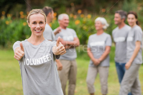 Gelukkig vrijwilliger duim omhoog handen Stockfoto © wavebreak_media