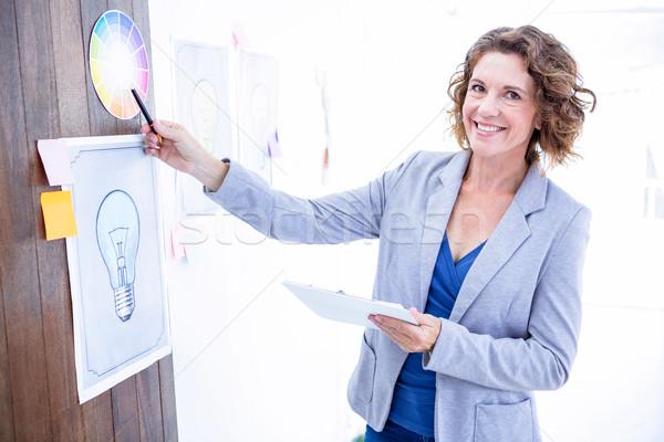 創造 女性実業家 ポインティング 色 サンプル オフィス ストックフォト © wavebreak_media