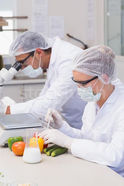 Cientista experimentação legumes laboratório mulher tecnologia Foto stock © wavebreak_media