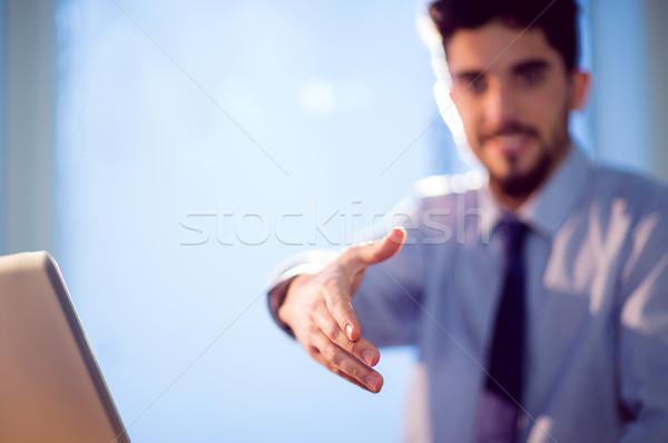 Zakenman aanbieden handen schudden shot studio computer Stockfoto © wavebreak_media